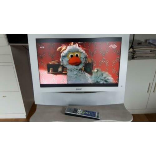 SONY LCD color TV type KLV-23HR2 met Vogel beugel t.e.a.b.
