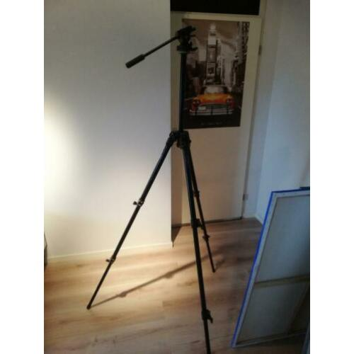 Manfrotto 144b professional tripod met model video head